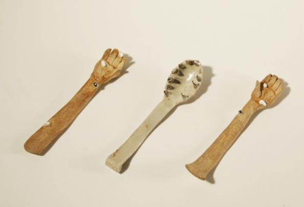 hands_spoons
